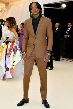 Met Gala 2018 Red Carpet: Every Menswear Look You Need to See Gala Dresses, Nice Dresses, Mode Costume, Art Costume, Met Gala Red Carpet, Mens Fashion Suits, Suit And Tie, Celebrity Dresses, Red Carpet Fashion