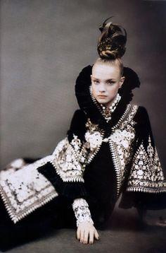 "•••Vogue Italia Sept 2006 ""Supplement Like A Painting"" Model: Natalia Vodianova Photographer: Paolo Roversi"