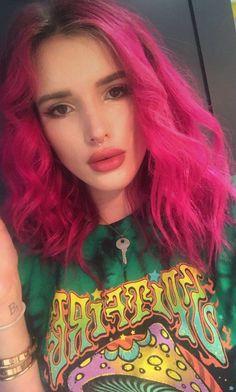 Bella Thorne pink hair