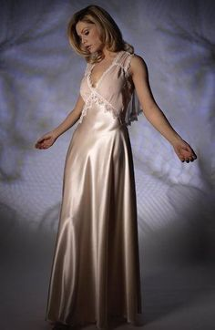 Luxury Nightdresses in Silk, Satin and Cotton - All Long Nightdresses Satin Nightie, Silk Nightgown, Satin Lingerie, Satin Gown, Satin Dresses, Silk Satin, Pretty Outfits, Beautiful Outfits, Bridal Nightwear