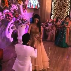 New Indian Wedding Songs - Perfect Slow Couple Dance Songs for the Sangeet - Witty Vows Indian Wedding Night, Indian Wedding Songs, Indian Wedding Couple, Indian Bride And Groom, Indian Wedding Hairstyles, Wedding Couples, Wedding Vows, Wedding Dance Video, Wedding Videos