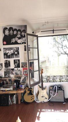 Room Ideas Bedroom, Bedroom Decor, Casa Rock, Punk Room, Punk Rock Bedroom, Grunge Bedroom, Emo Bedroom, Music Bedroom, Retro Bedrooms