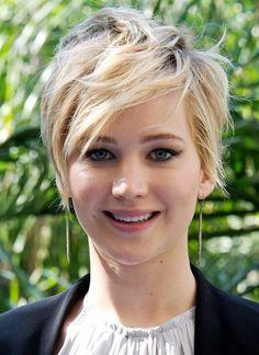 """Star-Frisuren: """"Haare ab!"""" hieß 2013 die Devise bei vielen weiblichen Stars wie Jennifer Hudson und Pamela Anderson. Der schönste Schnitt ist unsere Meinung nach jedoch Jennifer Lawrence gelungen."""