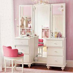 #excll #дизайнинтерьера #решения Таким местом может быть туалетный столик с украшениями и косметикой или практичное бюро.