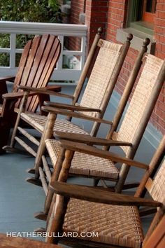 would love to have some comfy rocking chairs like this for the front/back porch.