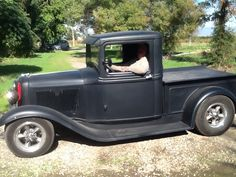 What a 1934 Ford pickup should look like.