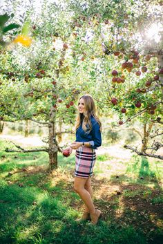 Gal Meets Glam: Picking Apples in an Apple Orchard at Apple Hill Apple Picking Outfit, Gal Meets Glam, Cold Weather Outfits, Fall Pictures, Cute Summer Outfits, Spring Outfits, Preppy Style, Girl Style, Poses
