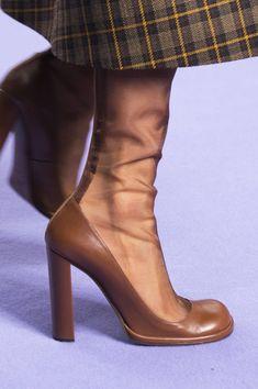Sock Shoes, Cute Shoes, Me Too Shoes, Shoe Boots, Zapatos Shoes, Shoes Sandals, Look Fashion, Fashion Shoes, Fall Fashion