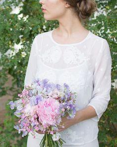 こちらは今年の夏のガーデンウェディング撮影の写真今は冬のパリウェディング撮影企画が進んでいます♪  #gardenwedding #pariswedding #weddingparis #weddinginspiration #bride #weddingbouquet #weddingflower #fleuriste #florist #paris #france #peony #パリ #フランス #ウェディング #ウェディングブーケ #パリウェディング #パリ挙式 #ブーケ #ウェディングフォト #フォトツアー #前撮り #後撮り #海外挙式 #プレ花嫁