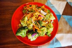 einfacher Brokkoli Salat mit  Karotten und Granatapfelsirup Jamie Oliver, Guacamole, Smoothie, Meal Prep, Low Carb, Meals, Ethnic Recipes, Food, Dips