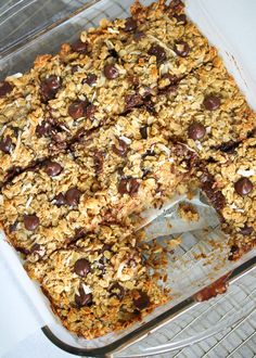 You know what mom would probably really love for breakfast this Mother's Day weekend? My gluten-free/dairy-free CHOCOLATE CHIP COCONUT BAKED OATMEAL! Make a batch to serve all warm and toasty with coffee tomorrow morning, and save the second batch for t Cheap Clean Eating, Clean Eating Snacks, Eating Paleo, Barre Energie, Gourmet Recipes, Dessert Recipes, Paleo Dessert, Dessert Bars, Lunch Recipes