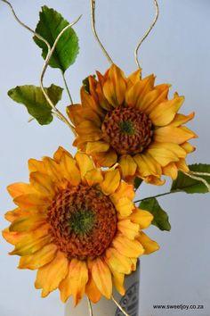 Gumpaste sugar sunflowers  #sunflower #sugarflowers #gumpasteflowers Gum Paste Flowers, Sugar Flowers, Sunflowers, Floral Wreath, Joy, Wreaths, Plants, Decor, Floral Crown