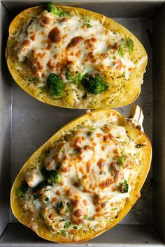 Twice-baked stuffed spaghetti squash in a metal baking dish filled with broccoli, cheese, and chicken. Stuffed Spaghetti Squash filled with juicy chunks of chicken, tender broccoli, and an easy cheesy filling. Clean Eating, Healthy Eating, Vegetable Recipes, Chicken Recipes, Recipe Chicken, Baked Spaghetti Squash, Healthy Spaghetti Squash Recipes, Spaghetti Squash Alfredo, Baked Squash