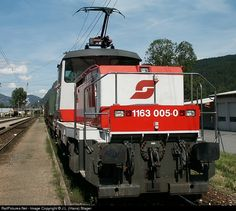 "RailPictures.Net Photo: 1163-005 ÖBB Austrian State Railways ÖBB 1163 at Radstadt, Austria. Electric shunter (""Sammler"") during shunting duties on a hot summer afternoon. by J.L. (Hans) Slager"