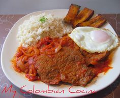 Bistec a Caballo Bistec Ranchero Recipe, Bistec Recipe, My Colombian Recipes, Colombian Cuisine, Lunch Recipes, Cooking Recipes, Comida Latina, Island Food, Latin Food