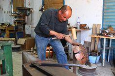 Martelage de la feuille de cuivre. Tools, Art, Copper Red, Copper, Objects, Atelier, Art Background, Instruments, Kunst