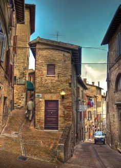 Narrow streets in Urbino, Marche_ Italy Places To Travel, Places To See, Travel Destinations, Italy Street, The Beautiful Country, Beautiful Places To Visit, Amazing Places, Italy Travel, Travel Pictures