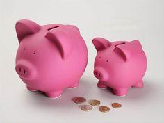 Ahorra de forma chic con esta versión actualizada de la hucha cerdito rosa.  www.tatamba.com