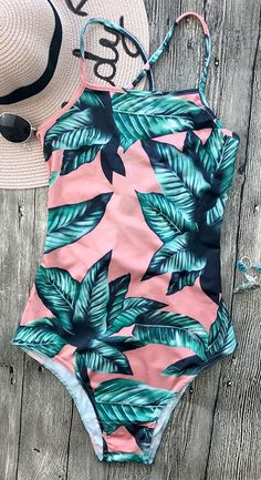 Have a look at these sexy bikini bathing suits. Time for the beach or the pool! Show off your sexy self with these hot bikinis! Modest Swimsuits, Cute Swimsuits, Bikini Babes, Bikini Beach, Moda Academia, Tankini, Hot Girls, Sexy Women, Cute Bathing Suits