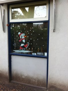 Pinguïn op schaatsen, klaar voor de winter in de klas! #raamschildering juf monica