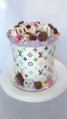 Cake Decorating Designs, Creative Cake Decorating, Creative Cakes, Cake Designs, 14th Birthday Cakes, Birthday Cupcakes, 21st Birthday, Bolo Chanel, Chanel Cookies