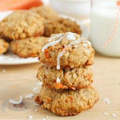 Moist cookies filled with coconut, oats, walnuts and carrot. The perfect cookie for spring!