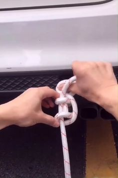 Useful & Interesting DIYs! 😍 Rope Knots, Paracord Knots, Macrame Knots, Hacks Diy, Cleaning Hacks, Ideas Prácticas, Simple Life Hacks, Diy Craft Projects, Fun Crafts