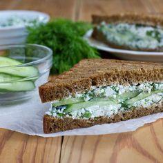 Sandwich au concombre et cream cheese