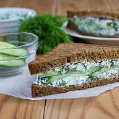 Sandwich au concombre et cream cheese
