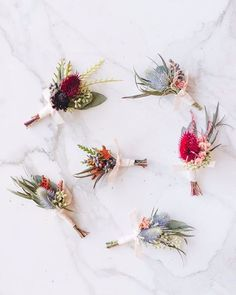 Ok, some of the most gorgeous #boutonnieres we've ever seen, plus a bouquet recipe on 100LC today. C'mon over for a peek. Link in profile.Floral design: @antiguafloral | Location: @longuevuehg | Photographer: @nicolls.wedding.photography #groom #wedding #weddingideas #flowers