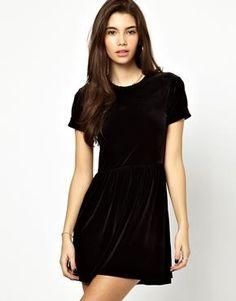 Короткое платье из бархата фото