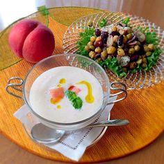 桃の時期になると作りたくなるスープ 冷んやり優しい〜味です♡  (豆サラダ)   豆好きなのでパックのミックスビーンズは常備品 オリーブオイルとハーブ塩で炒めただけ。キューピーの業務用だけど、カルディなどで売ってます - 261件のもぐもぐ - ピーチの冷たいスープ再び by motopan