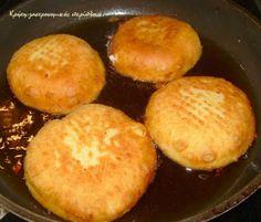 Μια άλλη εκδοχή για τις αγνιόπιτες   Οι αγνιόπιτες είναι παραδοσιακές μυζηθρόπιτες κυρίως της ανατολικής Κρήτης. Γίνονται σχεδόν πάντα με ξινή μυζήθρα και έχουν πάρει το όνομά τους από την αγνιά τους ζύμη. Αγνιά λέμε στην Κρήτη την πολύ μαλακή ζύμη, αυτή που σχεδόν κολλά στα χέρια.  Άλλοτε … Greek Desserts, Greek Recipes, Greek Cake, Cooking Time, Cooking Recipes, Brunch, Mediterranean Recipes, Sandwich Recipes, Cheese Recipes