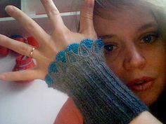 Ravelry: Twinkleflower (cuffs - Perlenstulpen) pattern by Sylvie Rasch