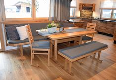 Oak Dining Table, Küchen Design, Tiny House, Home And Garden, Furniture, Home Decor, Kitchen Small, Beds, Round Dining