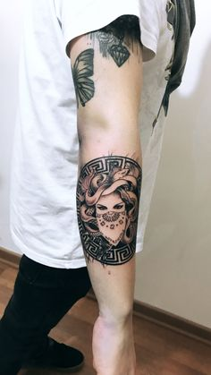 Medusa tattoo design - Famous Last Words Medusa Tattoo Design, Tattoo Designs, Forearm Tattoo Design, Tattoo Design Drawings, Forearm Tattoos, Body Art Tattoos, Hand Tattoos, Sleeve Tattoos, Tatuagem Icarus
