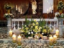 Arreglo Floral en el Altar