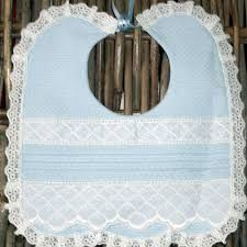 Resultado de imagen de baberos ganchillo Sewing For Kids, Baby Sewing, Crochet Toys, Crochet Baby, Baby Dress Clothes, Baby Bonnets, Couture Sewing, Diaper Covers, Heirloom Sewing