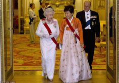 KOREAN PRESIDENT VISIT TO qUEEN | ... the Queen welcomes South Korea's first female president | Mail Online