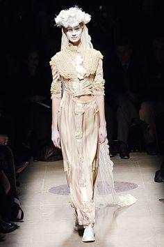 Comme des Garçons Fall 2005 Ready-to-Wear Fashion Show - Anna D. (NEXT)