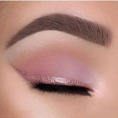 Make Up – Try soft pink eyeshadow and a pink eyeliner for the most romantic cat eye. – Augen Make Up Rosa Eyeliner, Pink Eyeliner, Pink Eye Makeup, Glitter Eyeliner, Eye Makeup Art, Makeup Eye Looks, Pink Eyeshadow, Cute Makeup, Eyeshadow Makeup