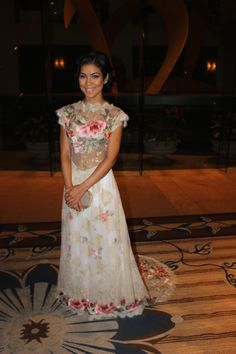 Jhene Aiko looked lovely in the Claire Pettibone 'Heart's Desire' gown at the 2014 BET Awards!!