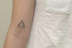 20 Fotos de Tatuagens de Triângulos: Desenhos + Significado!