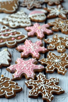 Christmas Sweets, Christmas Cooking, Christmas Kitchen, Gingerbread Cake, Christmas Gingerbread, Christmas Tree Cookie Cutter, Cheesecake Pops, Crazy Cakes, Dessert Recipes
