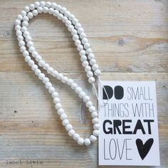 Woonketting wit medium | WOONKETTINGEN | VILLA VICA Wooden Beads, Pearl Necklace, Villa, Decorating Ideas, Pearls, Lifestyle, House Styles, Decoration, Medium