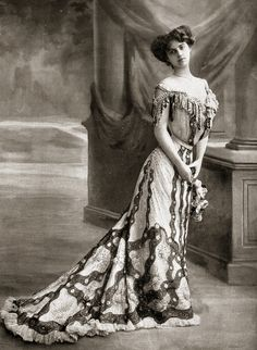 1900s...probably the ultimate in beauty and grace.