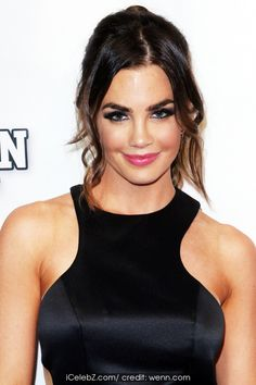Jillian Murray 'Mantervention' premiere at TCL Chinese Theatre http://icelebz.com/events/_mantervention_premiere_at_tcl_chinese_theatre/photo6.html