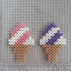 Zomerse ijsjes van strijkkraaltjes   strijkkralen voorbeelden ijsjes   Smeltkralen patronen?   Wat kun je maken van strijkkralen? Easy Perler Bead Patterns, Melty Bead Patterns, Perler Bead Templates, Beading Patterns, Peyote Patterns, Perler Bead Disney, Diy Perler Beads, Perler Bead Art, Hama Beads Coasters