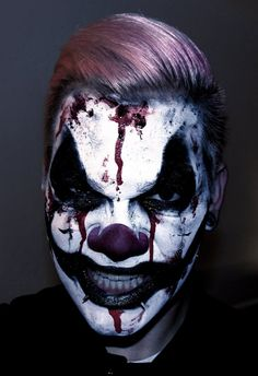 Are you looking for ideas for your Halloween make-up? Check out the post right here for creepy Halloween makeup looks. Halloween Clown, Mens Halloween Makeup, Halloween 2018, Halloween Makeup Looks, Halloween Make Up Scary, Creepy Clown Makeup, Scary Clowns, Clown Makeup Tutorial, Helloween Make Up
