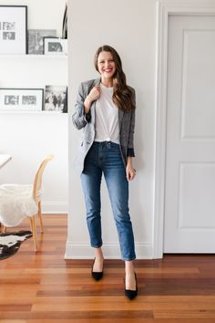 For this Fall Capsule Wardrobe, it would be a great time to focus on just simple pieces you can wear tons of different ways! Skirt And Sneakers, Fall Capsule Wardrobe, Work Wardrobe, Professional Wardrobe, Fashion Jackson, Plaid Blazer, Golden Girls, Chic Outfits, Fashion Outfits